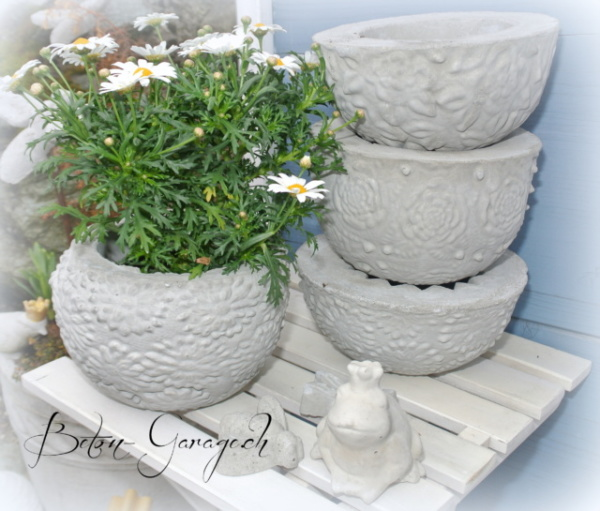 Blumige Blumentöpfe